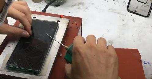 Làm sạch keo màn hình nguyên khung samsung S10